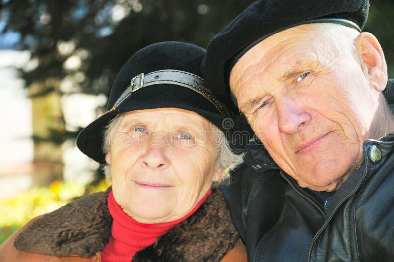 Twee oude mensen royalty-vrije stock afbeelding