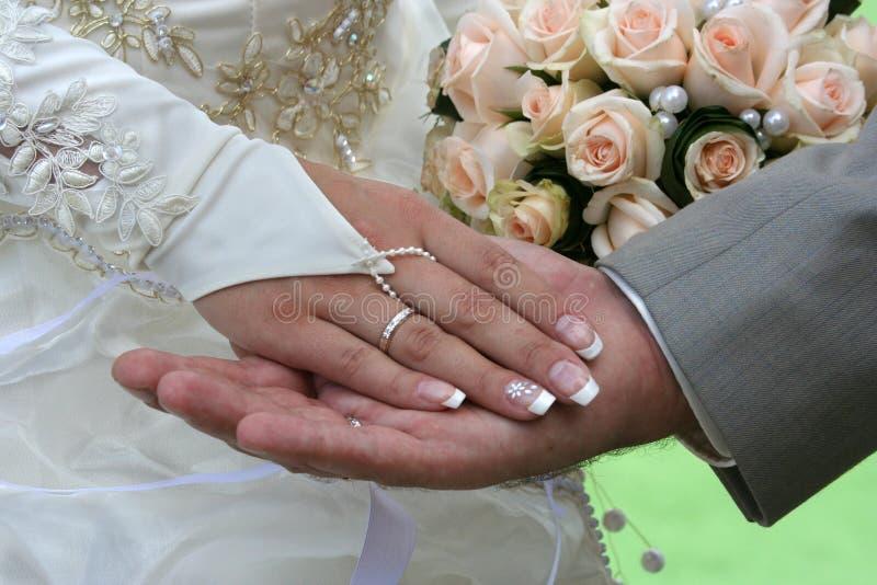 Twee palmen en huwelijksboeket. stock afbeeldingen