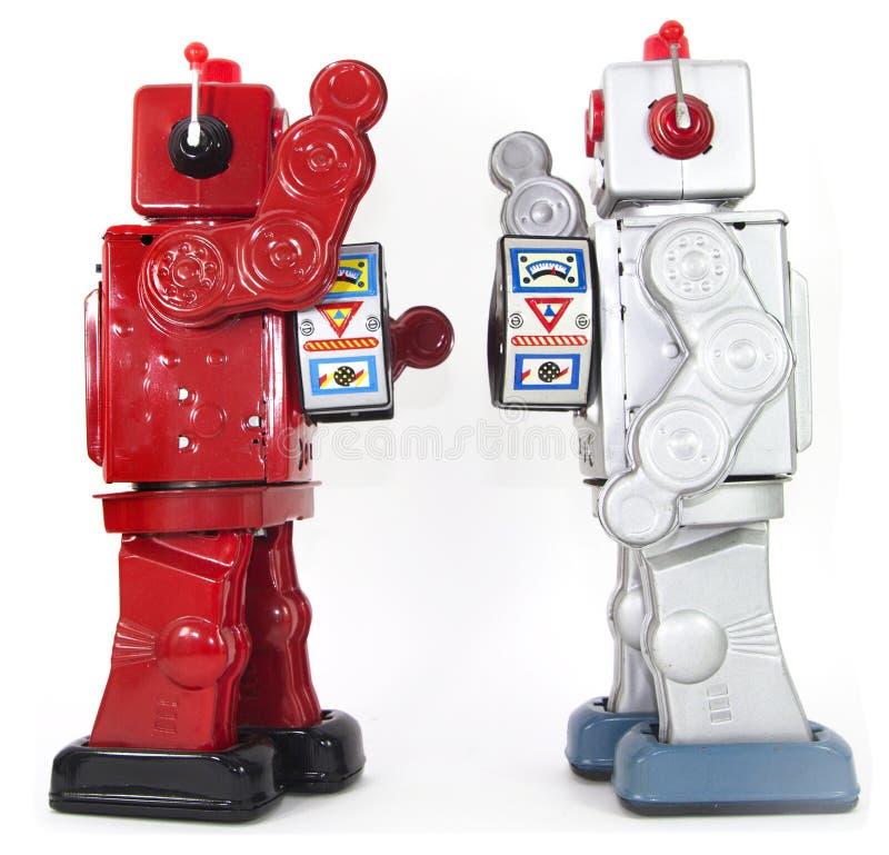 Twee retro robots hoge vijf geïsoleerd elkaar royalty-vrije stock afbeelding