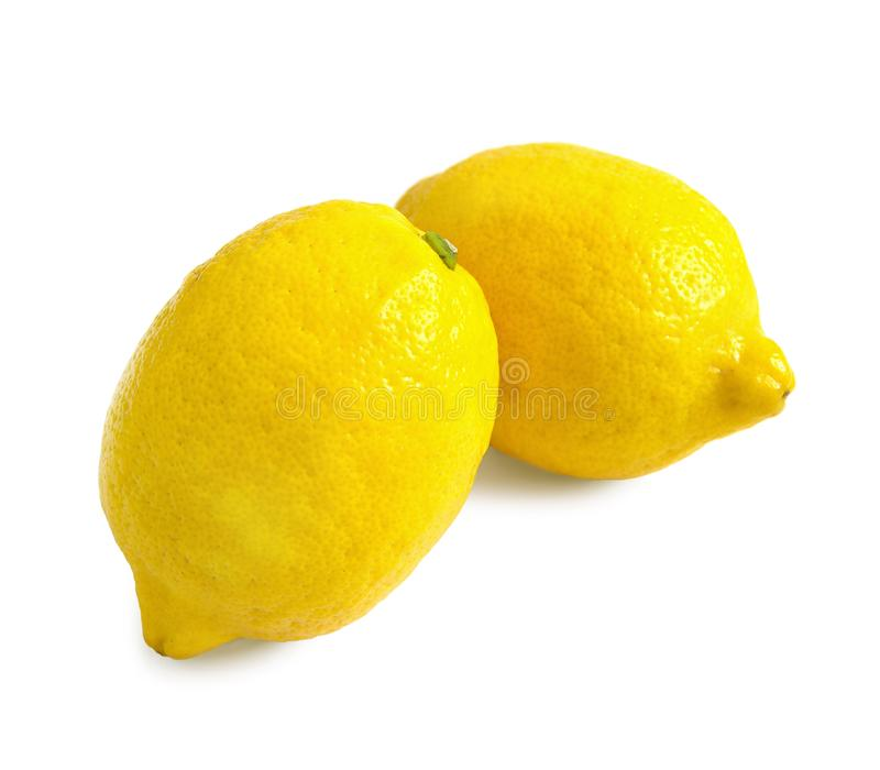 Twee rijpe gele die citroenen op witte achtergrond worden geïsoleerd royalty-vrije stock foto's