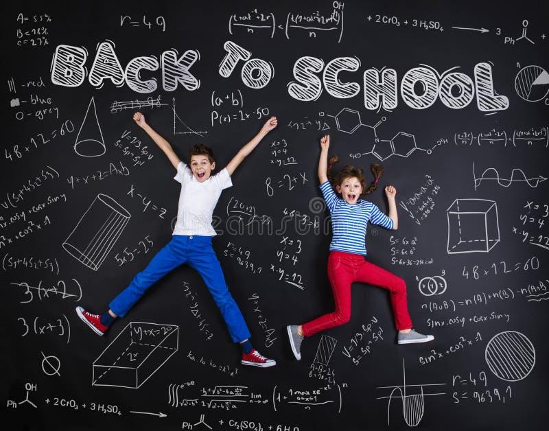 Twee schoolkinderen het leren stock afbeelding