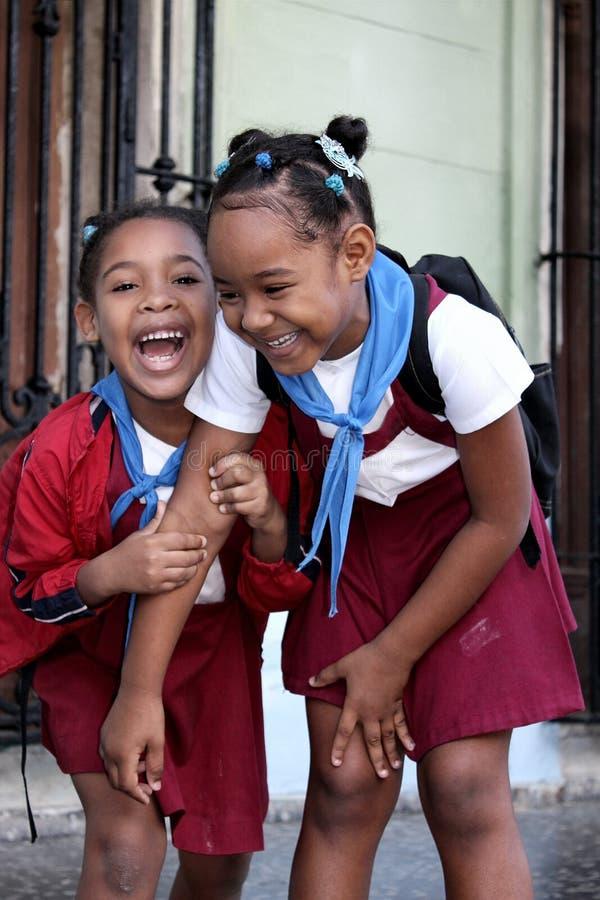 Twee schoolmeisje in Havana, Cuba stock afbeeldingen