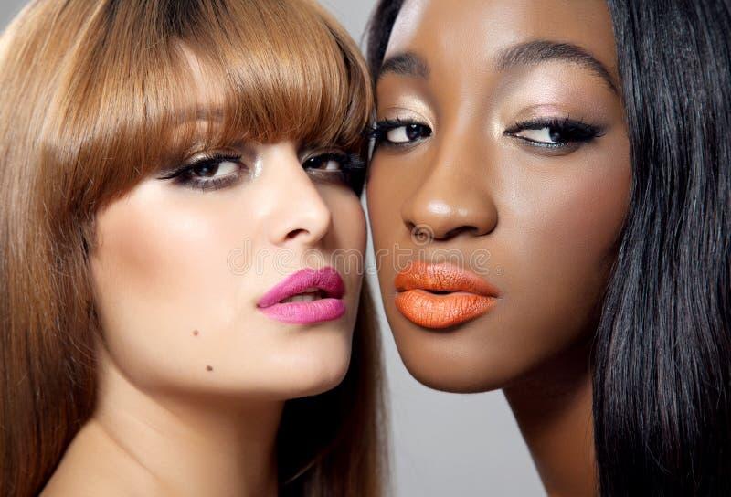 Twee schoonheden met perfecte huid royalty-vrije stock afbeelding