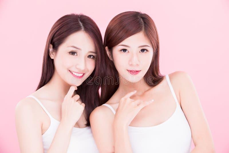 Twee schoonheids skincare vrouwen stock foto