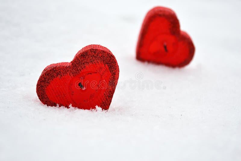 Twee schrijven harten op witte achtergrond in royalty-vrije stock foto