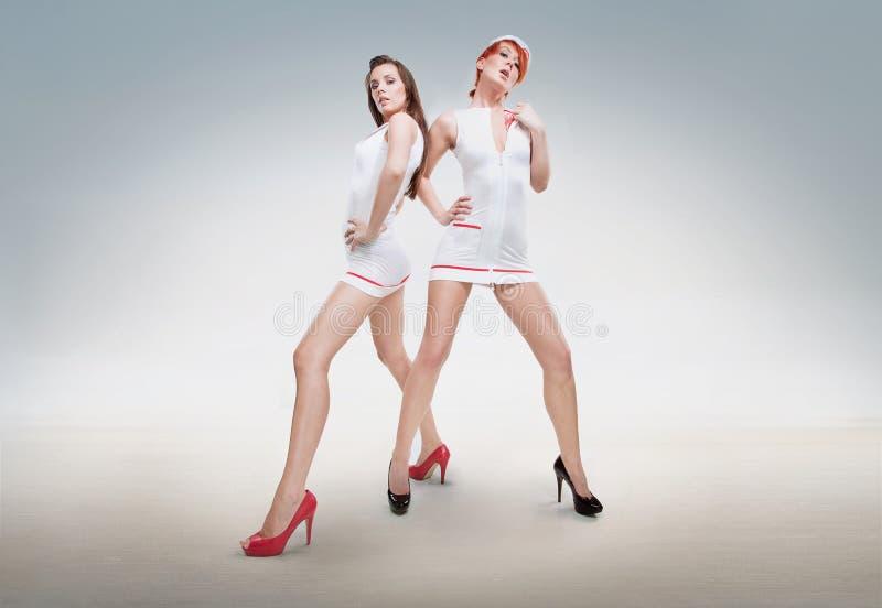 Twee sexy verpleegsters stock foto's