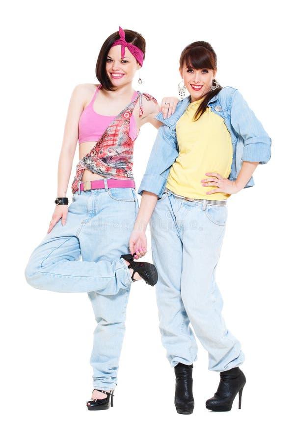 Twee smileymeisjes in jeans stock fotografie