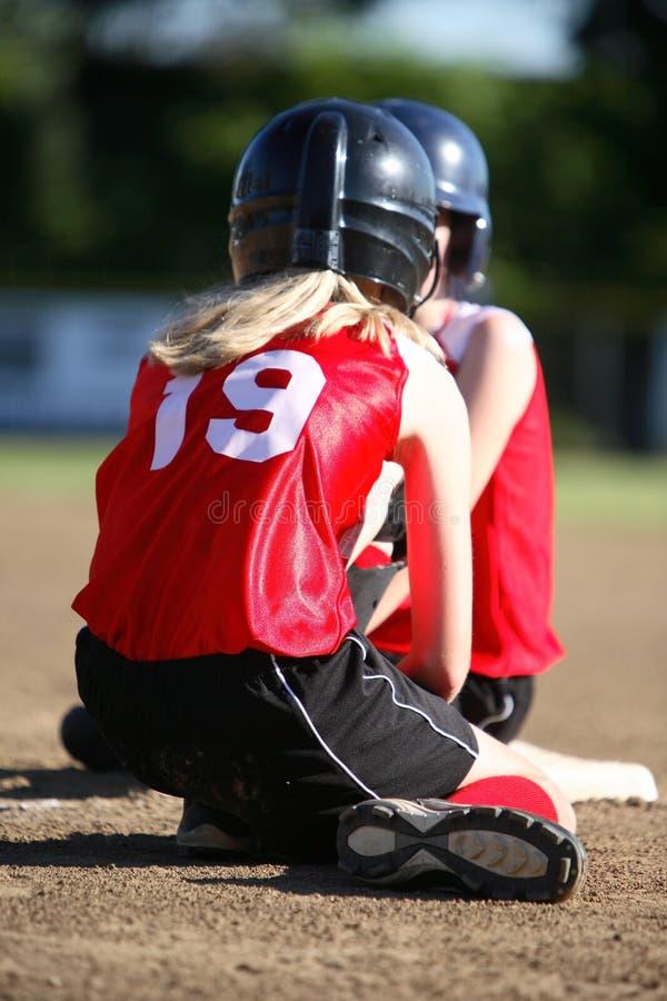 Twee softballspelers royalty-vrije stock afbeelding
