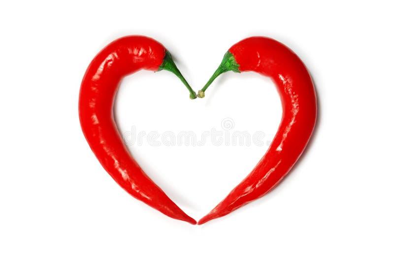 Twee Spaanse peperpeper die een vorm van hart vormen stock afbeelding