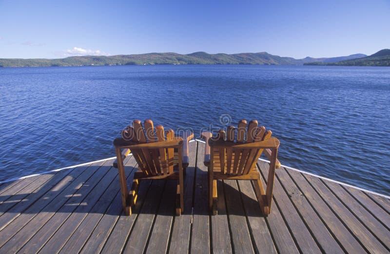 Twee stoelen Adirondack royalty-vrije stock fotografie