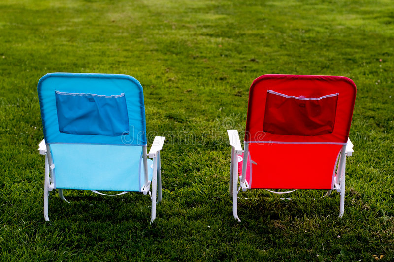 Twee Stoelen op Gras royalty-vrije stock foto