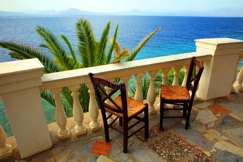 Twee stoelen op het open terras royalty-vrije stock afbeeldingen