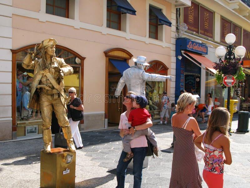 Twee straatactoren in het beeld van het leven standbeelden op de straat Massena in de stad Nice, Frankrijk royalty-vrije stock foto's