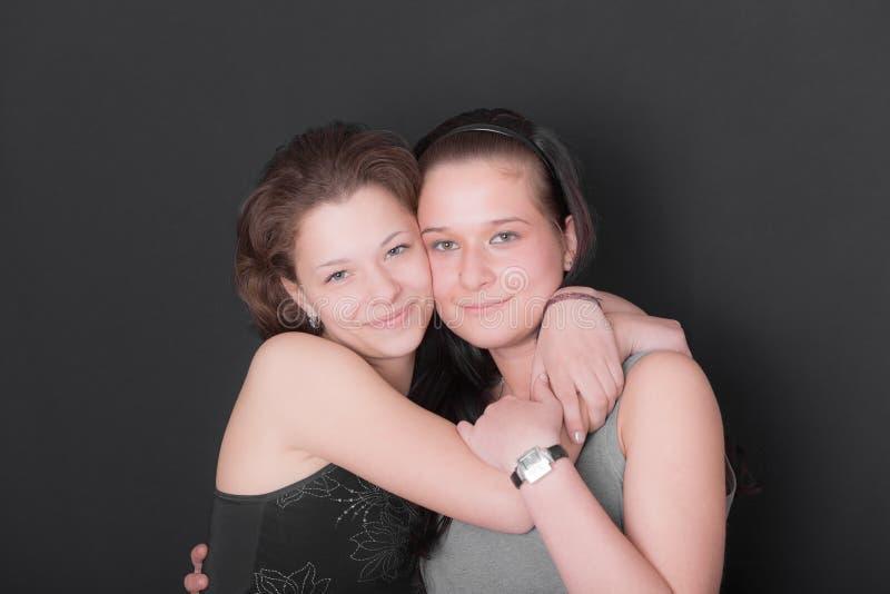 Twee tienermeisjes stock foto