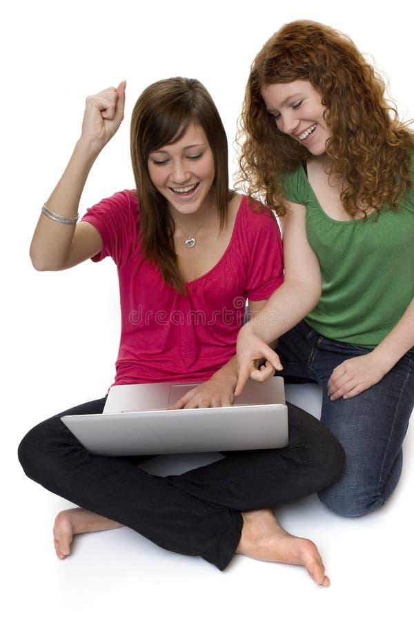 Twee tieners met laptop computer stock afbeelding