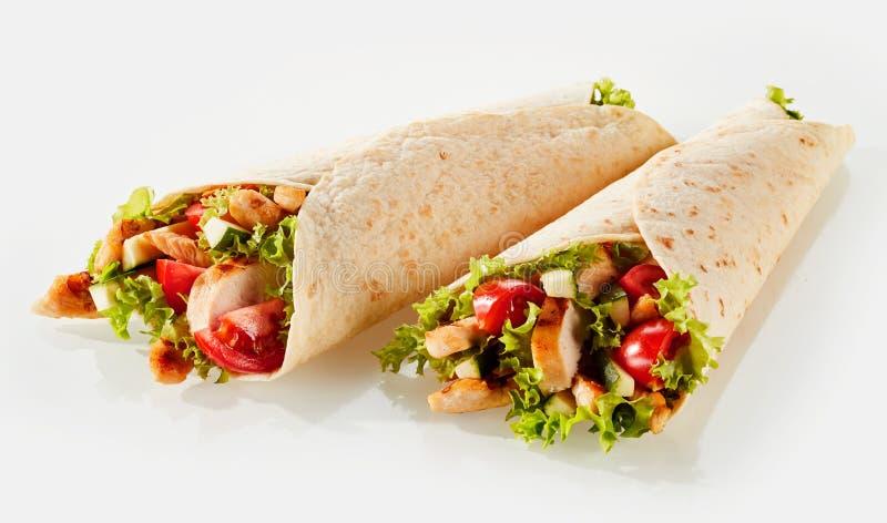 Twee tortillaomslagen met het vullen stock foto's