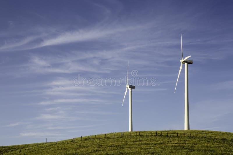 Twee turbines van de Wind royalty-vrije stock afbeelding