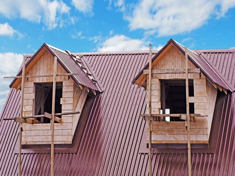 Twee vensters op de zolder royalty-vrije stock afbeelding