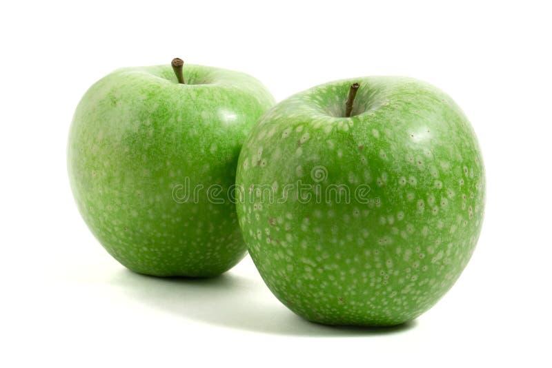 Twee verse groene appelen stock foto