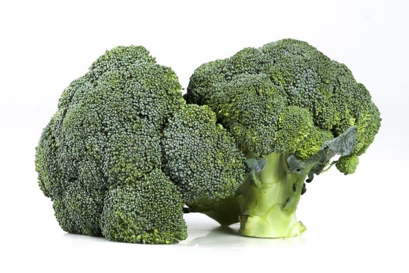 Twee verse rijpe broccolihoofden royalty-vrije stock afbeeldingen