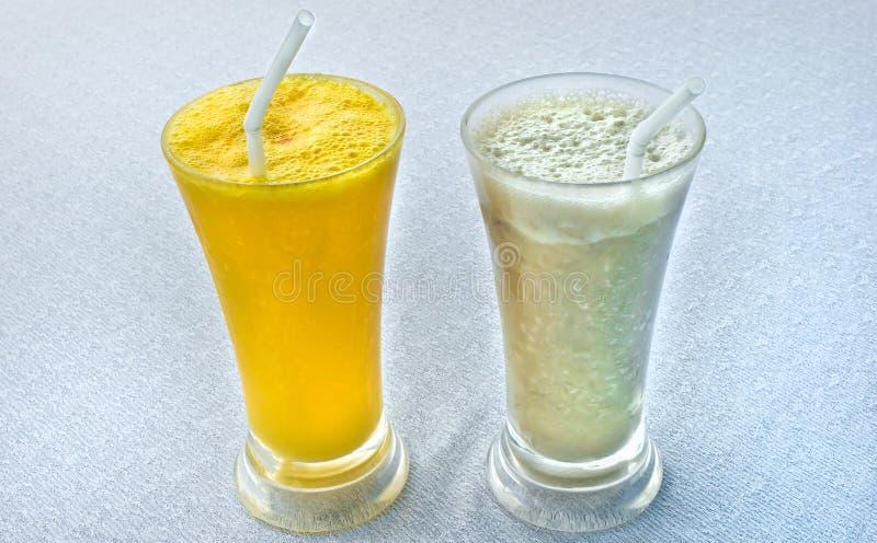Twee verse tropische milkshaken royalty-vrije stock foto