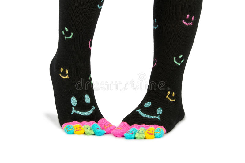 Twee voet in gelukkige sokken met tenen stock afbeeldingen