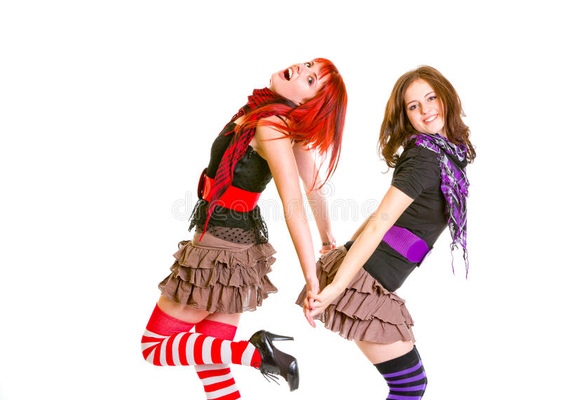 Twee vrij vrolijke meisjes die zich rijtjes bevinden royalty-vrije stock afbeeldingen