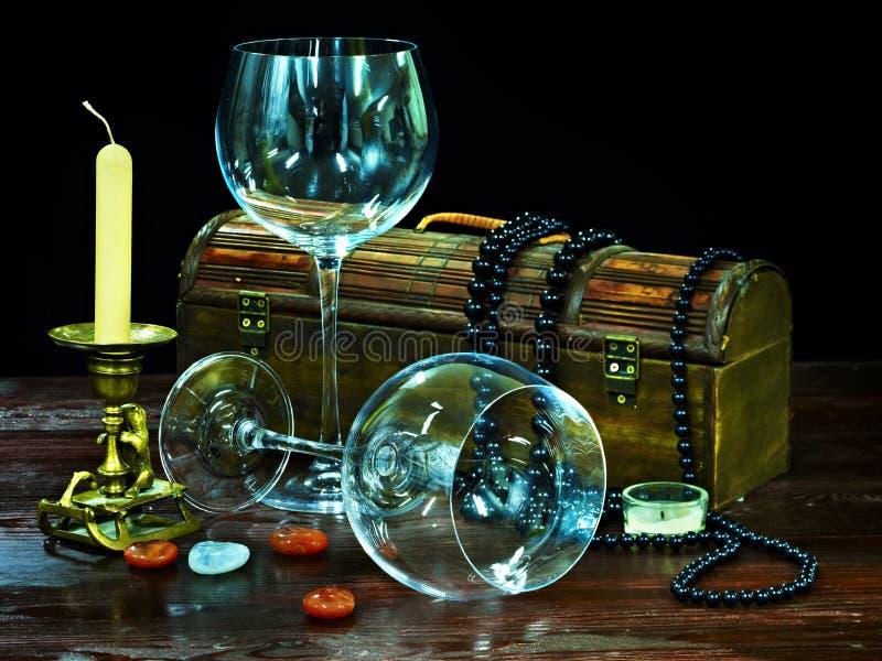 Twee wijnglas en kaars. stock fotografie