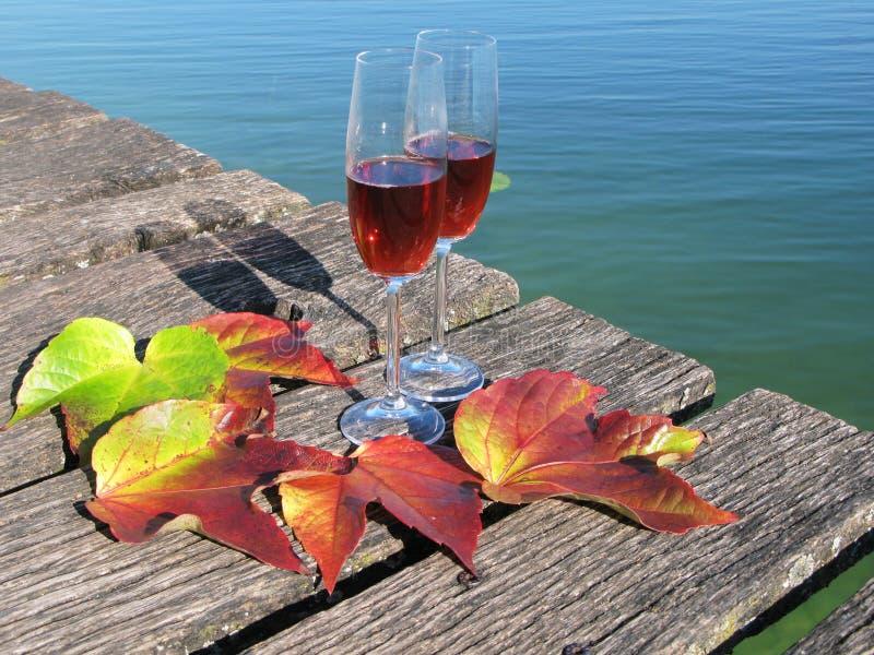 Download Twee wijnglazen stock foto. Afbeelding bestaande uit water - 29505386