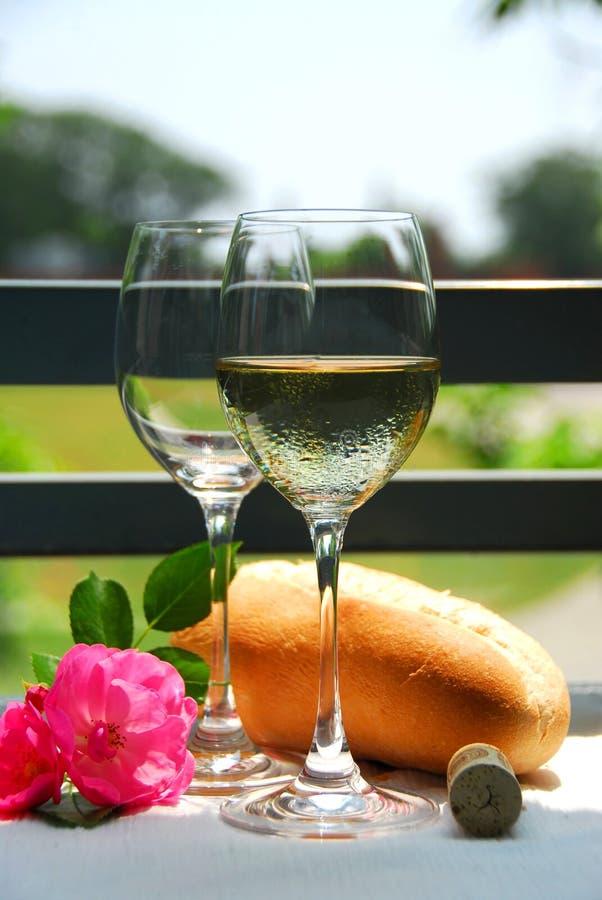 Twee wijnglazen met wijn royalty-vrije stock afbeelding