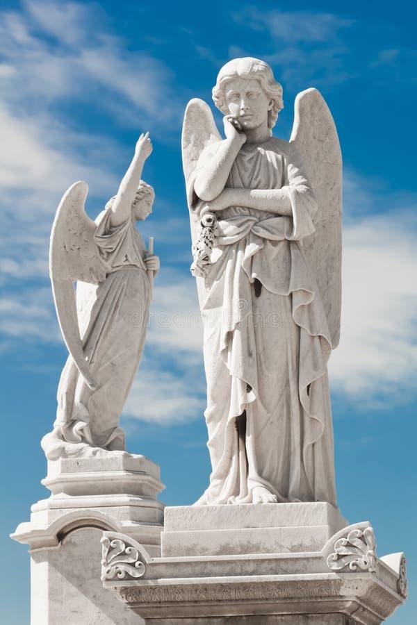 Twee witte engelen stock fotografie