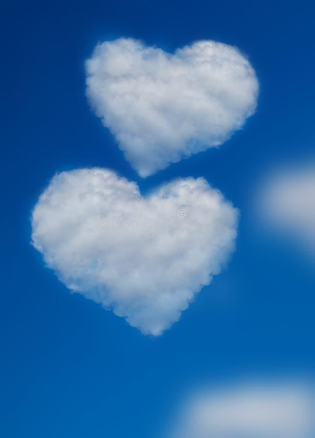 Twee wolken van de hartvorm op blauwe hemel Concept liefde royalty-vrije stock fotografie