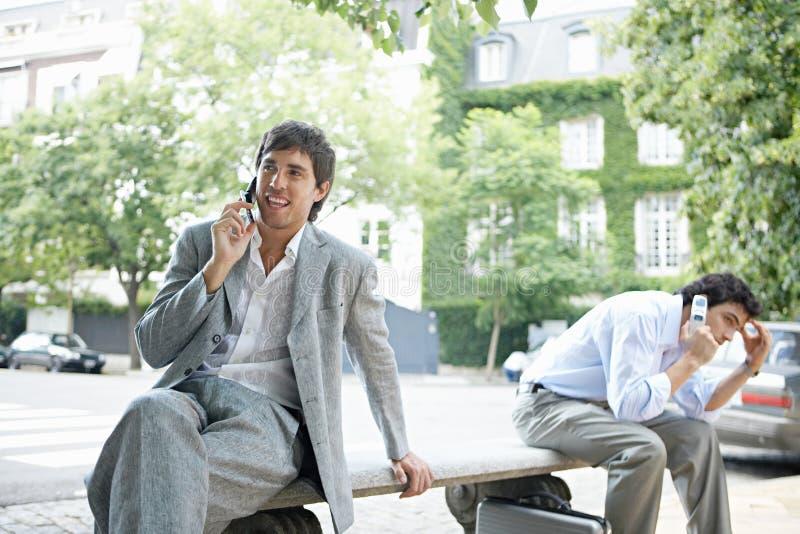 Zakenlieden op telefoongesprek. stock foto