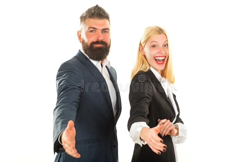Twee zakenman het schudden handen Geïsoleerde zakenman - knappe man met vrouw status op witte achtergrond Zaken stock fotografie