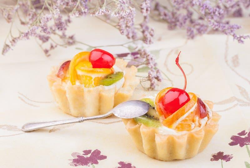 Twee zoete cakes stock foto's
