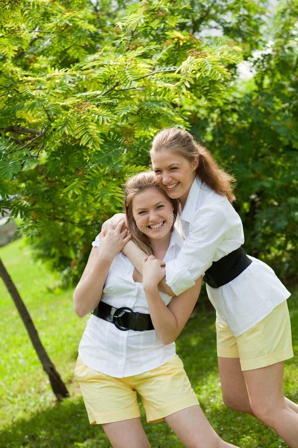 Twee zusters royalty-vrije stock foto