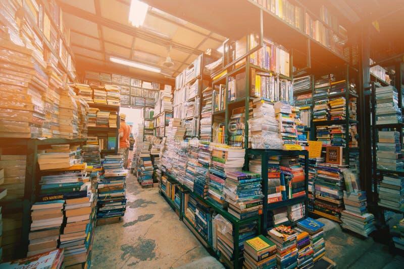 Tweede handboekhandel in Chatuchak-Weekendmarkt stock foto