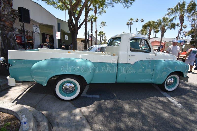 Tweekleurige 1959 Studebaker neemt Vrachtwagen, 1 op stock foto's