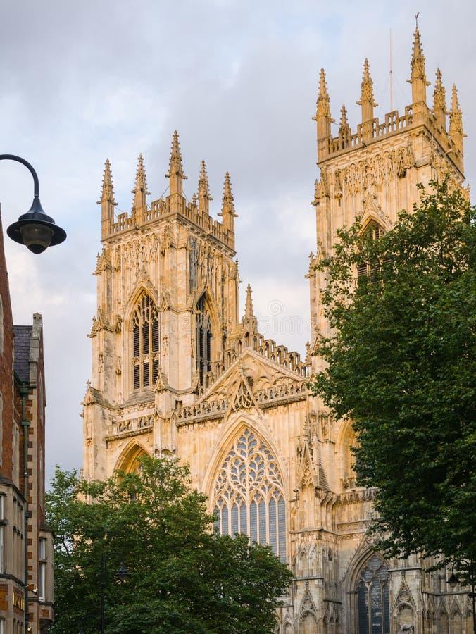 Tweeling (het westen) torens bij de munster van York (kathedraal) stock foto's