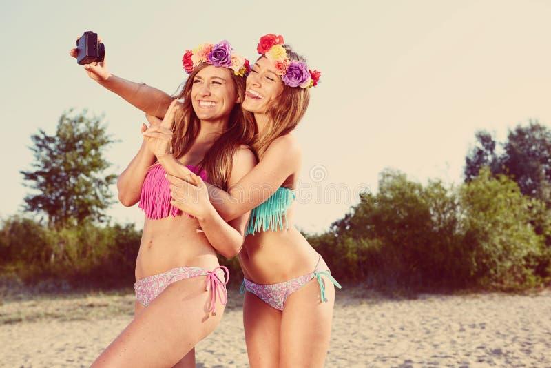 Tweelingen die een foto nemen stock fotografie