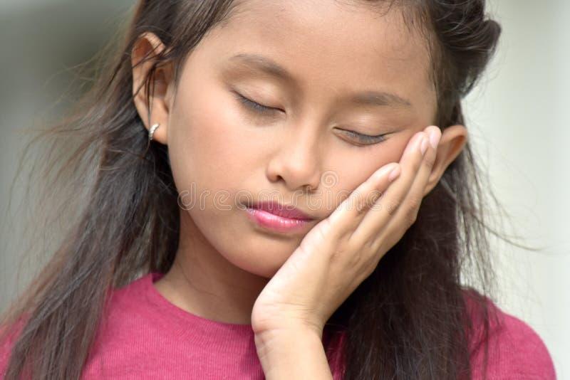 Tween asiatico giovanile sonnolento fotografie stock