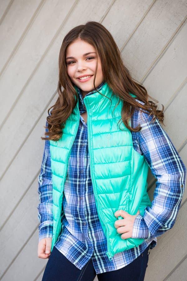 Tween caucasiano à moda bonito imagens de stock