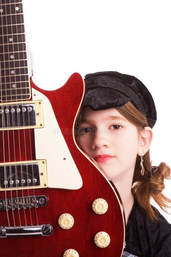 Tween mit ihrer Gitarre lizenzfreie stockfotos