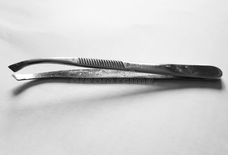 Tweezersär små hjälpmedel som används för val upp, anmärker för litet lätt för att behandlas med de mänskliga fingrarna arkivbild