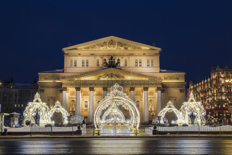 Twierdzi naukowa Bolshoi theatre w świątecznej dekoracji w wieczór, Moskwa fotografia stock