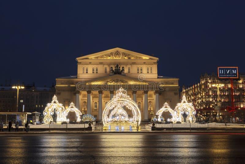 Twierdzi naukowa Bolshoi theatre w ?wi?tecznej dekoracji w wiecz?r, Moskwa fotografia royalty free