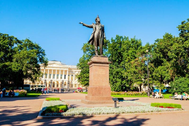 Twierdzi Rosyjski muzeum i zabytek Aleksander Pushkin przy sztukami Obciosujemy Architektura krajobraz St Petersburg obrazy stock