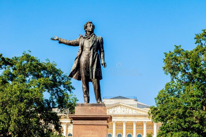Twierdzi Rosyjski muzeum i zabytek Aleksander Pushkin przy sztukami Obciosujemy Architektura widok St Petersburg zdjęcie royalty free