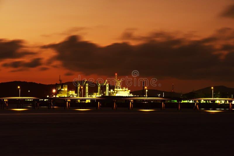 Twiligthtijd Na de hemel van de zonsondergang rood-Sinaasappel stock foto