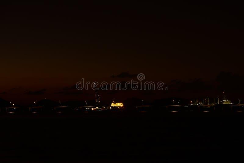 Twiligthtijd Na de hemel van de zonsondergang rood-Sinaasappel royalty-vrije stock afbeelding